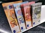 Dolar je k euru nejslabší za 2,5 roku