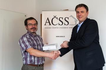 Apple iPad mini v soutěži s AČSS a naším serverem předán vítězi